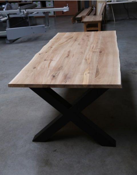 Eiken tafel met stalen onderstel kruis