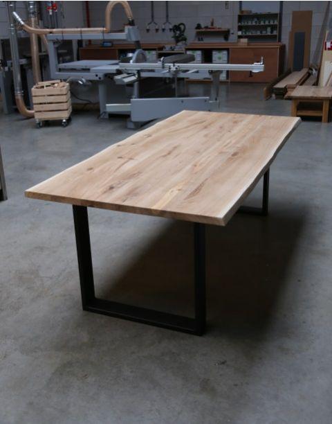 Eiken tafel met stalen onderstel platte koker